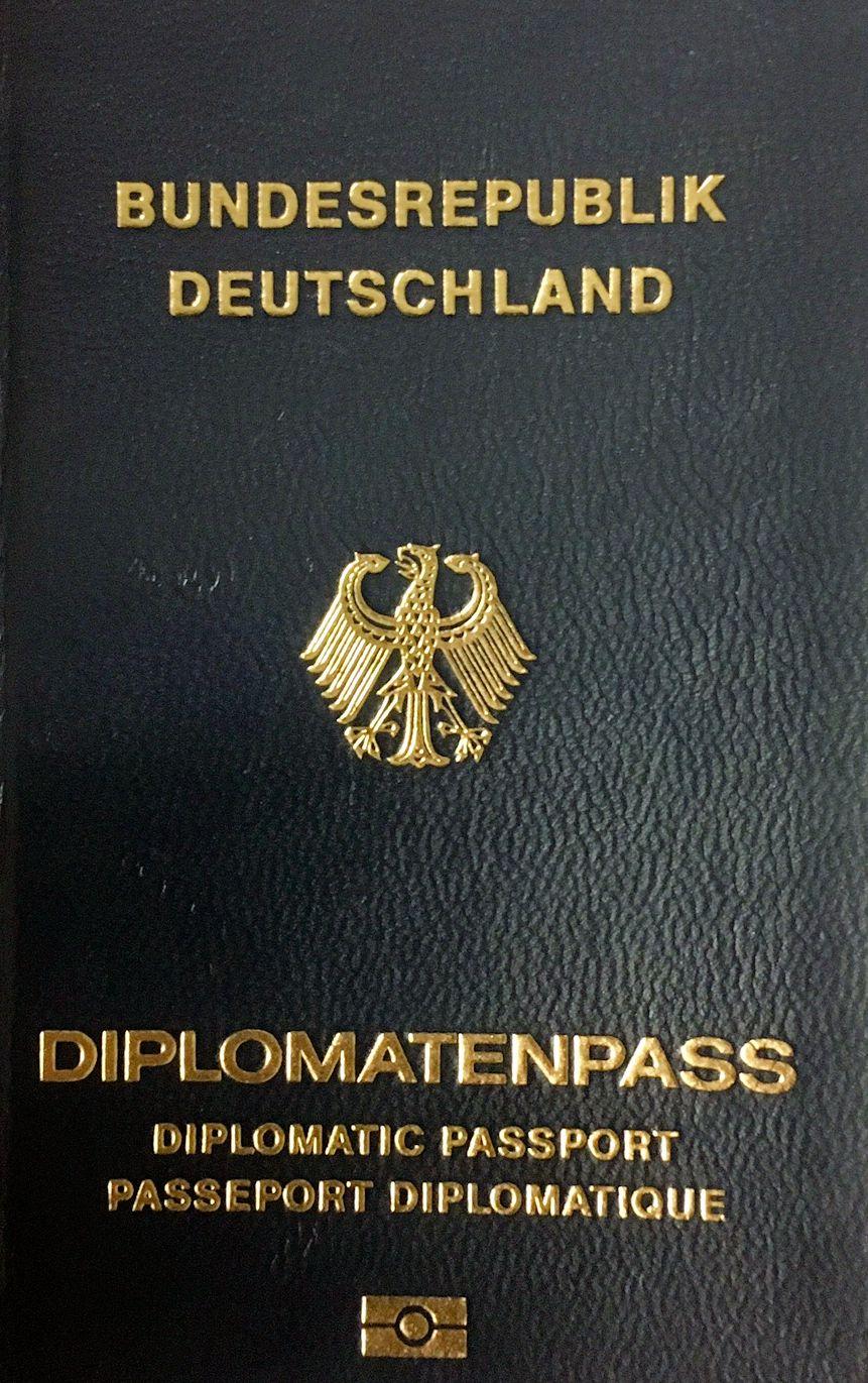 DOSB und DFB reisen ohne Diplomatenpässe
