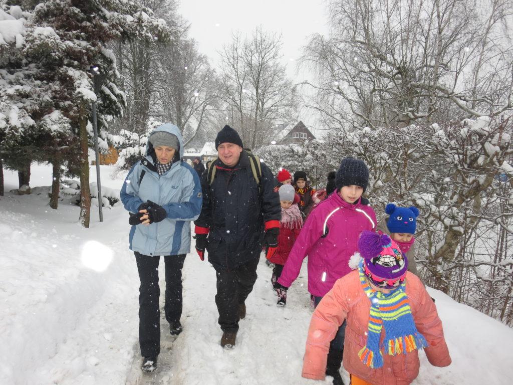 André Hahn wandert mit Tschernobyl-Kindern