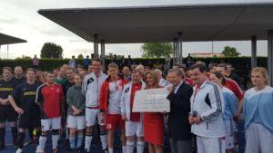 """Spende des FC Bundestag für Projektgruppe """"Kinder von Tschernobyl"""" aus Rosenthal"""