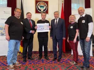 """Abgeordnete der LINKEN spenden für Projekt """"Djamila – ein Rolli-Bus für Kirgisistan"""""""