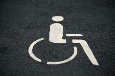 Unberechtigtes Parken auf Schwerbehinderten-Parkplatz ist kein Kavaliersdelikt